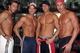 <!--:es-->'Contactaron'a las regias! …Además de enseñar sus músculos, los chavos bailaron y cantaron aritmo de reggaetón!<!--:-->