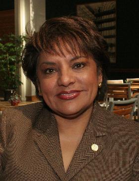 """<!--:es-->Pauline Medrano: Concejal por el Distrito 2 de Dallas… …-Ayudar al Necesitado- es su lema, heredado de su padre Francisco  """"Pancho"""" Medrano!<!--:-->"""