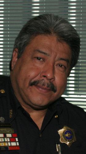 <!--:es-->Gil Cerda  20 Años al Servicio de la Policía de Dallas!  …Distinguido siempre por su trabajo en la Comunidad.  Su meta era ser Maestro, pero encontró mejor  oportunidad para ayudar al prójimo trabajando  para la Policía de Dallas<!--:-->