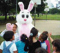 <!--:es-->Homeless Children get special visit from the Easter Bunny<!--:-->