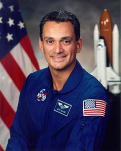 <!--:es-->El Astronauta John Olivas lleva el Orgullo Hispano al Espacio!<!--:-->