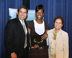 <!--:es-->Dallas ISD awards scholarships to 59 graduating seniors<!--:-->