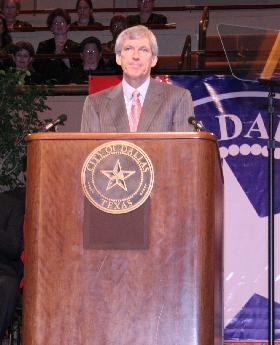 <!--:es-->Toma Protesta Tom Leppert como Alcalde de Dallas …Prometió colocar a Dallas en una de las ciudades más seguras de los Estados Unidos!<!--:-->