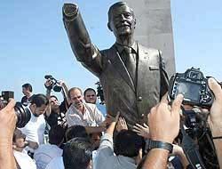 <!--:es-->Reinstalan estatua del ex Presidente Vicente Fox<!--:-->