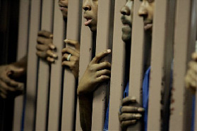 <!--:es-->Report says U.S. jails more blacks than whites for drugs<!--:-->