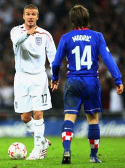<!--:es-->Beckham quiere jugar con Capello. David piensa en la selección inglesa<!--:-->