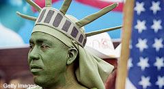 <!--:es-->Inmigrantes, con las manos vacías . . . El 2007 acorraló a los indocumentados<!--:-->