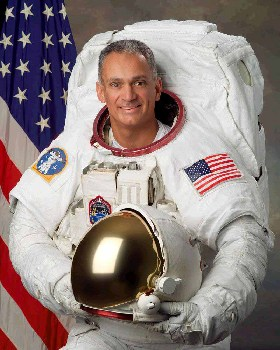 <!--:es-->Latin Profile: Astronautas e Ingeniereos Latinos Aportan Diversificación a la NASA!<!--:-->