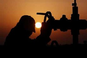 <!--:es-->Oil hits record $100 a barrel<!--:-->
