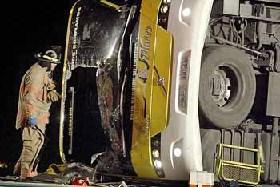 <!--:es-->Vuelca Autobús procedente de Monterrey, México …Un muerto y decenas de heridos, algunos graves<!--:-->