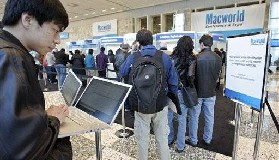 <!--:es-->Jobs reveals tiny new laptop<!--:-->