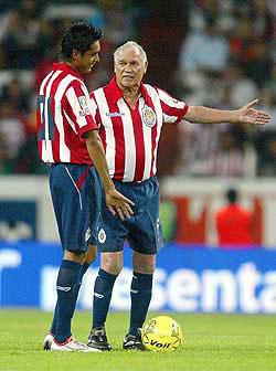 <!--:es-->'Chava' Reyes No dejará de estar registrado con Chivas  …Se augura que por lo menos meterá un penal<!--:-->