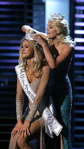 <!--:es-->Trata Miss América tema de la Anorexia! …Hace tiempo Haglund fue diagnosticada con anorexia. Sus clavículas resaltaban y su ritmo cardíaco había bajado.<!--:-->