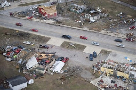 <!--:es-->Fifty-two die as tornadoes hit U.S. South<!--:-->