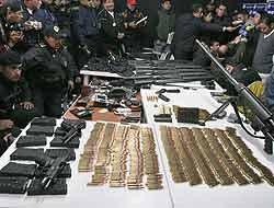 <!--:es-->Cayeron miembros del cártel de Sinaloa . . . Les decomisaron potente arsenal<!--:-->