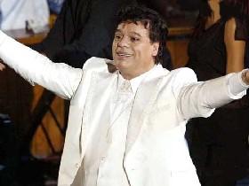 <!--:es-->Reconocen a Vicente Fernández y le otorgan el Premio a la Excelencia!<!--:-->