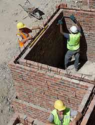 <!--:es-->La Depresión Económica del país, afecta a los Jornaleros! …Si no hay construcción, tampoco trabajo!<!--:-->