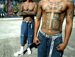<!--:es-->Arsenal apareció en cárcel hondureña . . . Pertenecerían a pandilleros recluidos<!--:-->