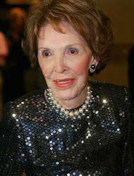 <!--:es-->Nancy Reagan salió del hospital . . . Estuvo ingresada dos días tras una caída<!--:-->
