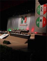 <!--:es-->PRI mexicano festejó 79 años . . . Llamó a militantes a defender petróleo<!--:-->