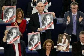 <!--:es-->Piden eurodiputados liberación de Ingrid  …El ex rehén Luis Eladio Pérez dijo que la franco-colombiana está muy mal y sin ánimo para continuar<!--:-->