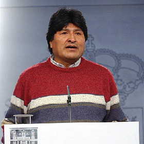 <!--:es-->Acepta Evo aplazar referendos en Bolivia . . . El organismo electoral dijo que dos referendos nacionales sobre la Constitución fueron convocados sin cumplirse todos los requisitos legales<!--:-->