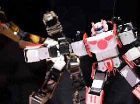 <!--:es-->Karate robot takes on pugnacious chicken<!--:-->