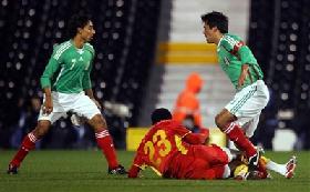 <!--:es-->México le pegó 2 – 1 a Ghana …Hugo pudo haber dirigido su último juego<!--:-->