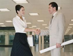 <!--:es-->Los apretones de mano en el trabajo hablan de tí – Entérate ¿Qué revela tu saludo?<!--:-->