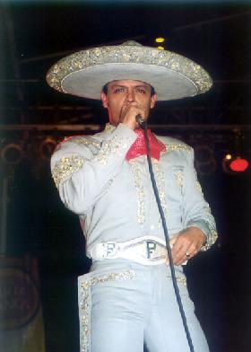 """<!--:es-->Regresa Pedro Fernández con un """"Discazo"""" …Lo han titulado """"DIME MI AMOR""""  y su contenido es variado:  romanticón, movido como le gusta a su público y hasta trae un dueto!<!--:-->"""
