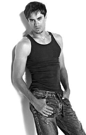 <!--:es-->'Dije que tenía el pene pequeño en broma': Enrique Iglesias<!--:-->