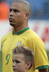 <!--:es-->Ronaldo envuelto en problemas con prostitutas travestis!<!--:-->