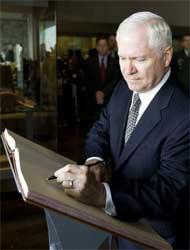 <!--:es-->Jefe del Pentágono visita México …EEUU apoya lucha contra cárteles<!--:-->