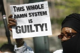 <!--:es-->Sharpton and others arrested in N.Y. shooting protest<!--:-->