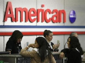 <!--:es-->American Airlines to slash jobs, charge for bags<!--:-->