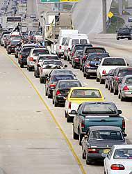 <!--:es-->Condenan plan de evacuación – Pedirán papeles antes de subir a buses. …Indocumentados abordarán otro autobús y serán encarcelados!<!--:-->
