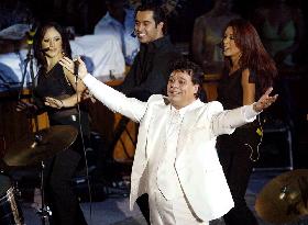 <!--:es-->Se despide Juanga de Regios! …Juan Gabriel cerró exitosamente las actividades del Palenque de la Expo Guadalupe!<!--:-->