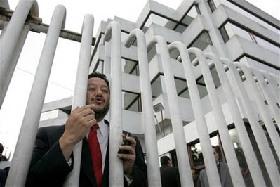 <!--:es-->Ecuador seizes TV stations, companies<!--:-->