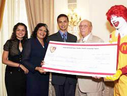 <!--:es-->4 Hispanos harán su sueño realidad al poder asistir a College gracias a HACER<!--:-->