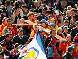 <!--:es-->Miles de católicos se reúnen en Sydney<!--:-->