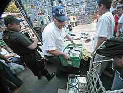 <!--:es-->Golpe a piratería en Tepito 30 toneladas de artículos apócrifos<!--:-->