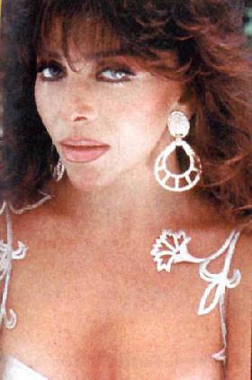 <!--:es-->Verónica Castro se queja del trato de la empresa! …llamó 'injusta' a Televisa<!--:-->