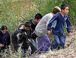 <!--:es-->Deportan 90 mil niños mexicanos – Informe critica política antiinmigrante!<!--:-->