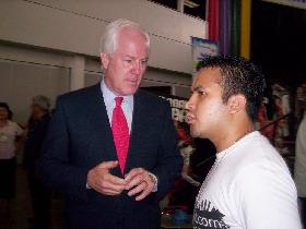 <!--:es-->Senador John Cornyn asiste a Viva Dallas!<!--:-->