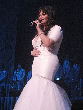 <!--:es-->Jenni Rivera no cumple parte del trato con fan! …La esposa del fan al que la cantante agredió asegura que recibieron pésimo trato en su viaje a Los Angeles, Ca.<!--:-->