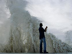 <!--:es-->Ike Podría ser casi como un tsunami: Dewhurst …El huracán amenaza con ser mortífero en Texas<!--:-->