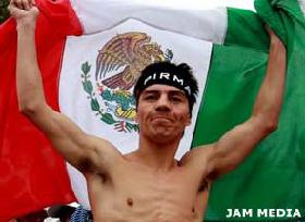 <!--:es-->'Travieso' Arce logró tercer campeonato . . . El mexicano derrotó a Rafael Concepción<!--:-->