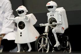 <!--:es-->Murata Boy, el robot que pedalea<!--:-->