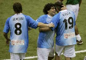 <!--:es-->Diego Jr. se entrenó en River …El hijo de Maradona en Argentina<!--:-->