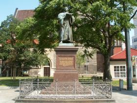 <!--:es-->LOS GRANDES DE LA HISTORIA MARTIN LUTERO: El Filósofo …Fraile Católico Agustino que  inspiró la Reforma Protestante<!--:-->
